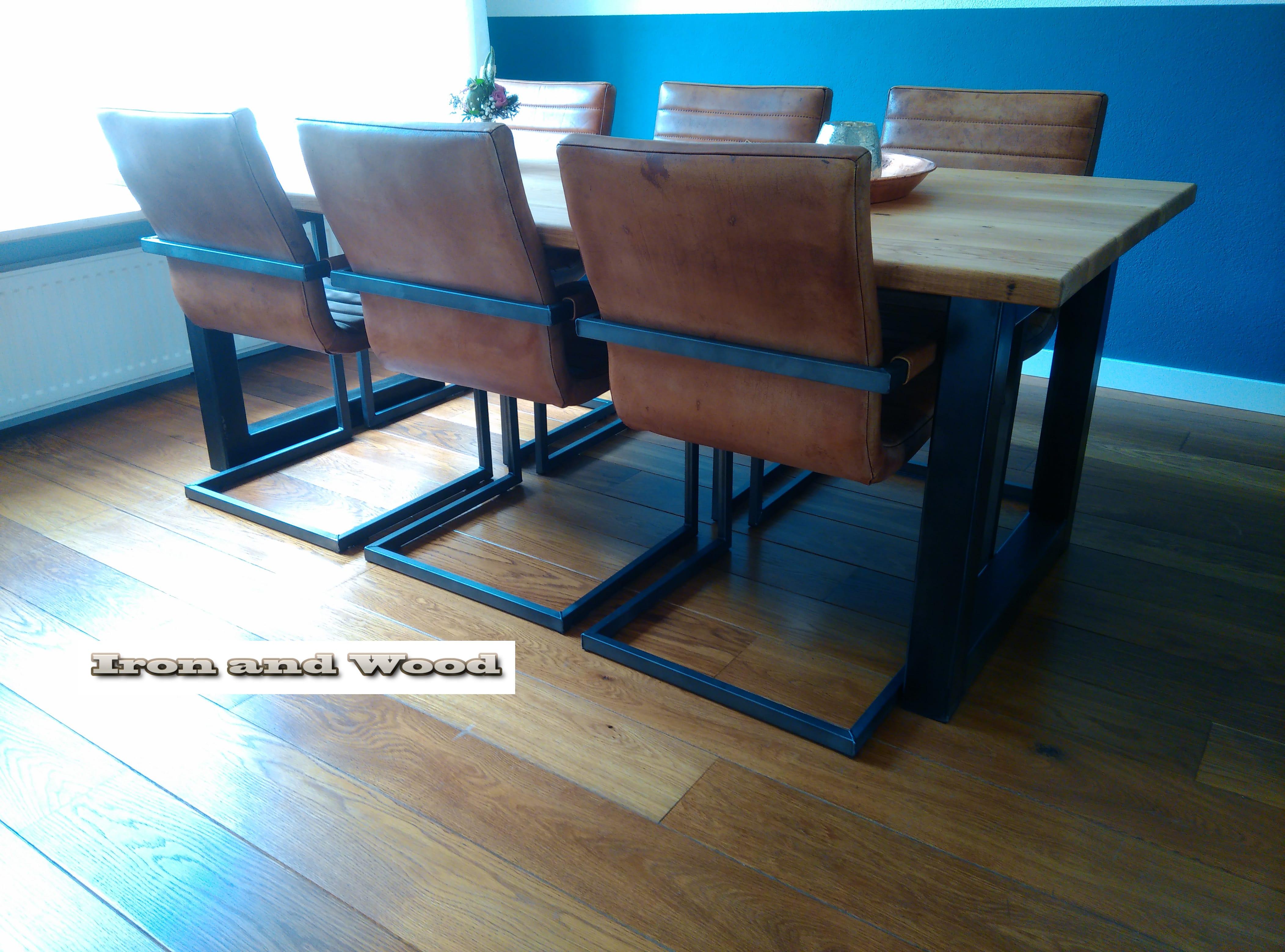 Industriele tafel met stalen kubus poot nieuw rustiek eiken for Eiken tafel