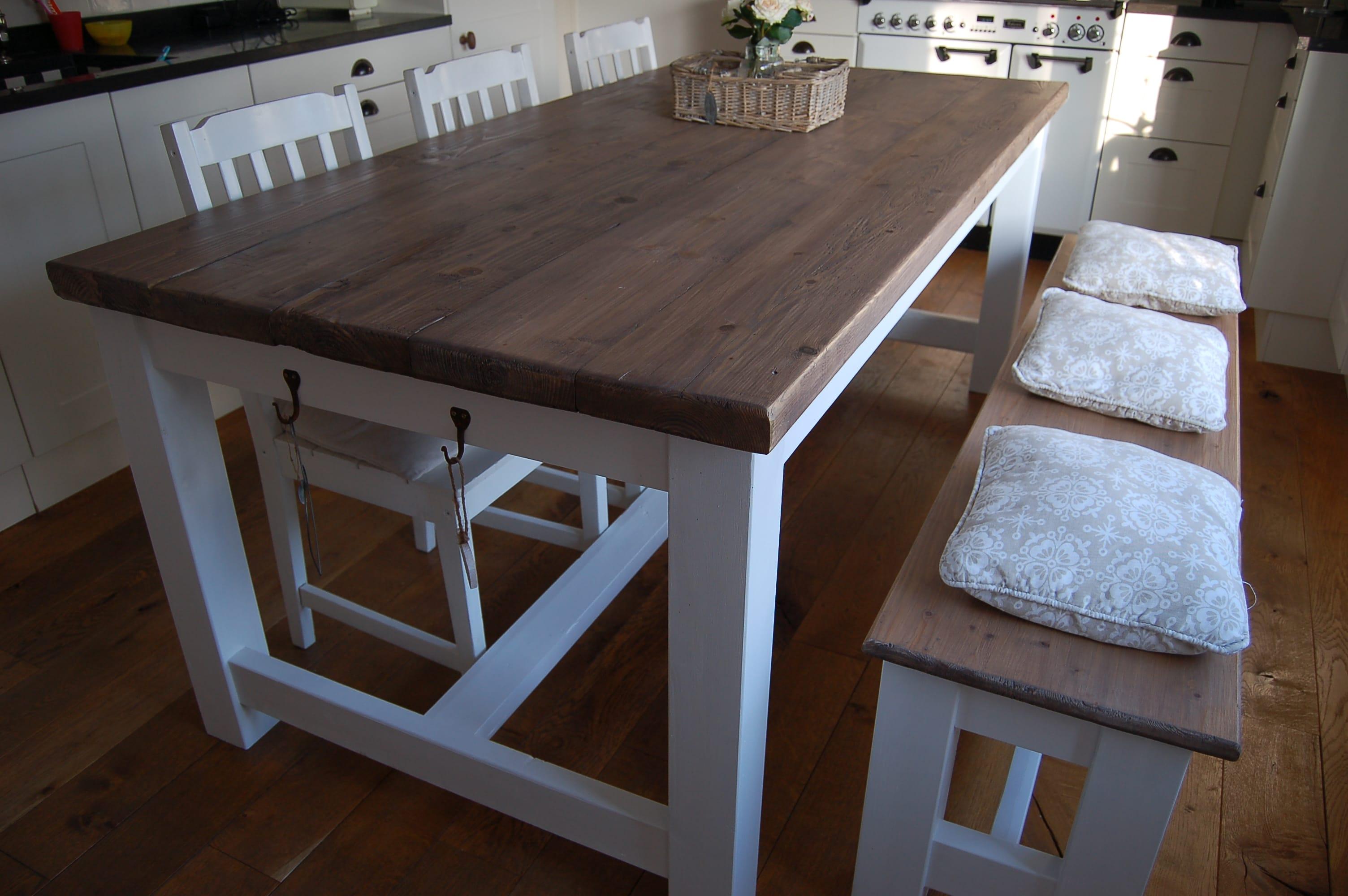 Kloostertafel tafel van grenenhout met wit onderstel for Landelijke eettafel