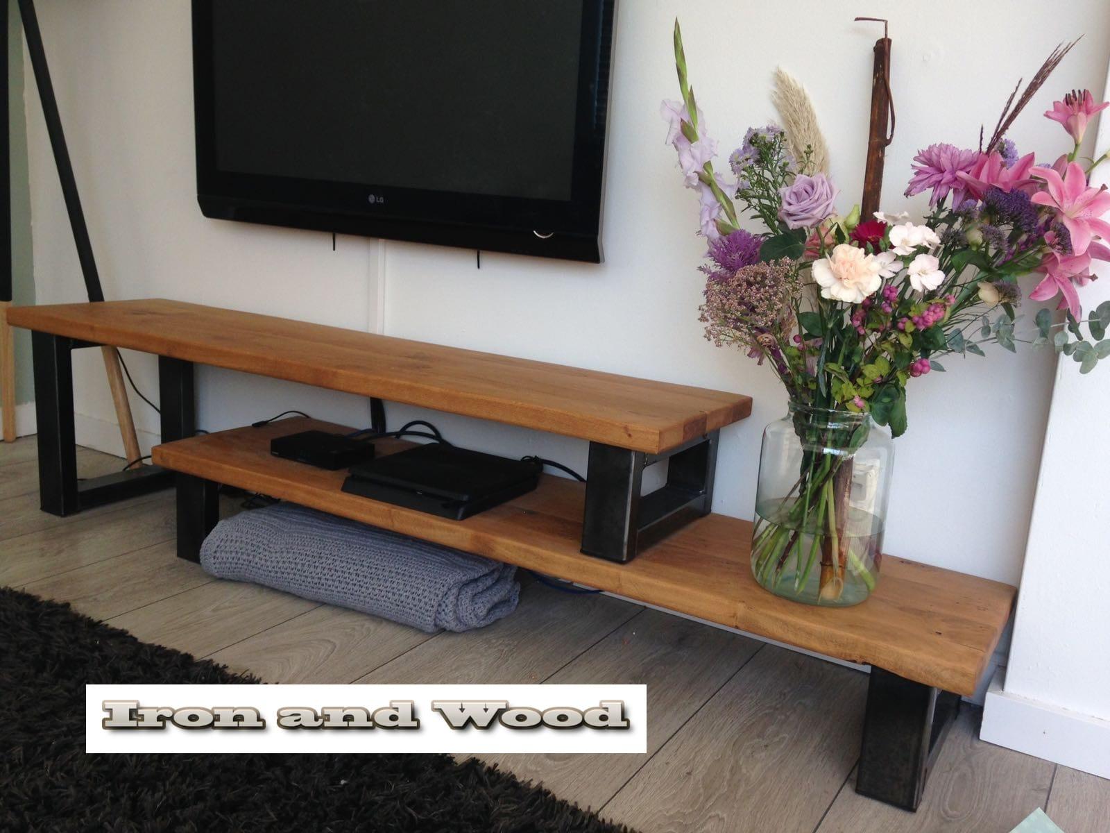 Industrieel tv meubel met hoog laag bladen van staal en nieuw