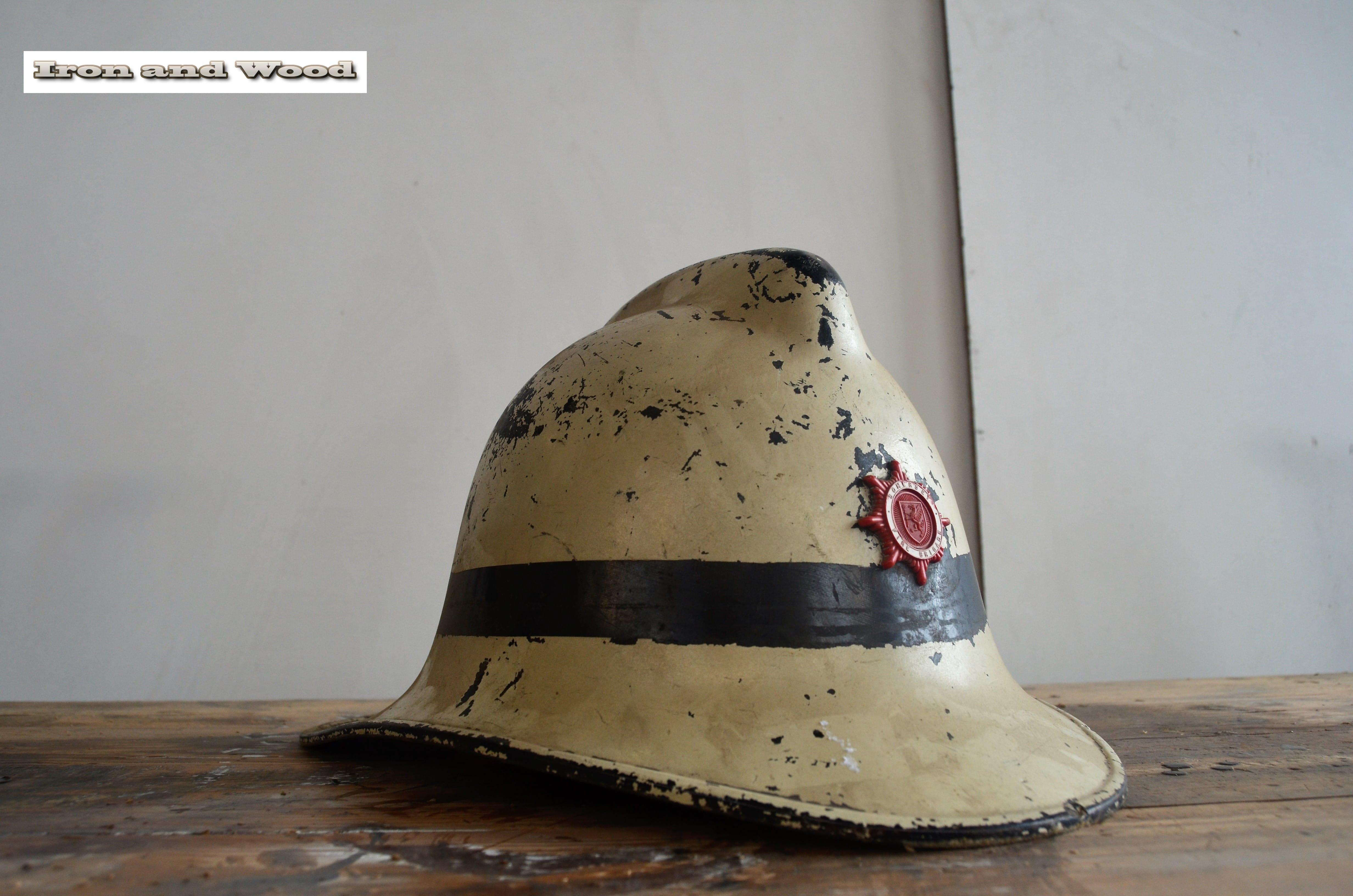 Oude brandweerhelm H20 L38 4