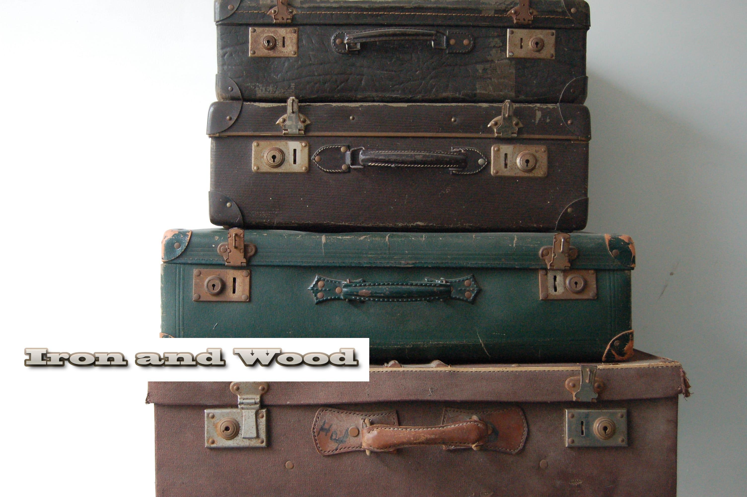 bruin met grijs gemeleerde oude vintage koffer mooi in een vintage interieur. Black Bedroom Furniture Sets. Home Design Ideas