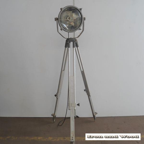 Zilverkleurige spot en statief D31 H170 vierkant 12