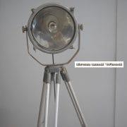 Zilverkleurige spot en statief D31 H170 vierkant 4