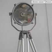 Zilverkleurige spot en statief D31 H170 vierkant 5