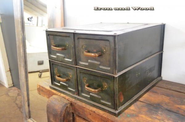 Groen stalen ladenkastje B 40 D 43 H 50 6