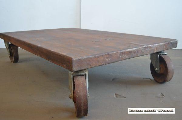 Merantie salontafel op wielen L85 B41 H31 7