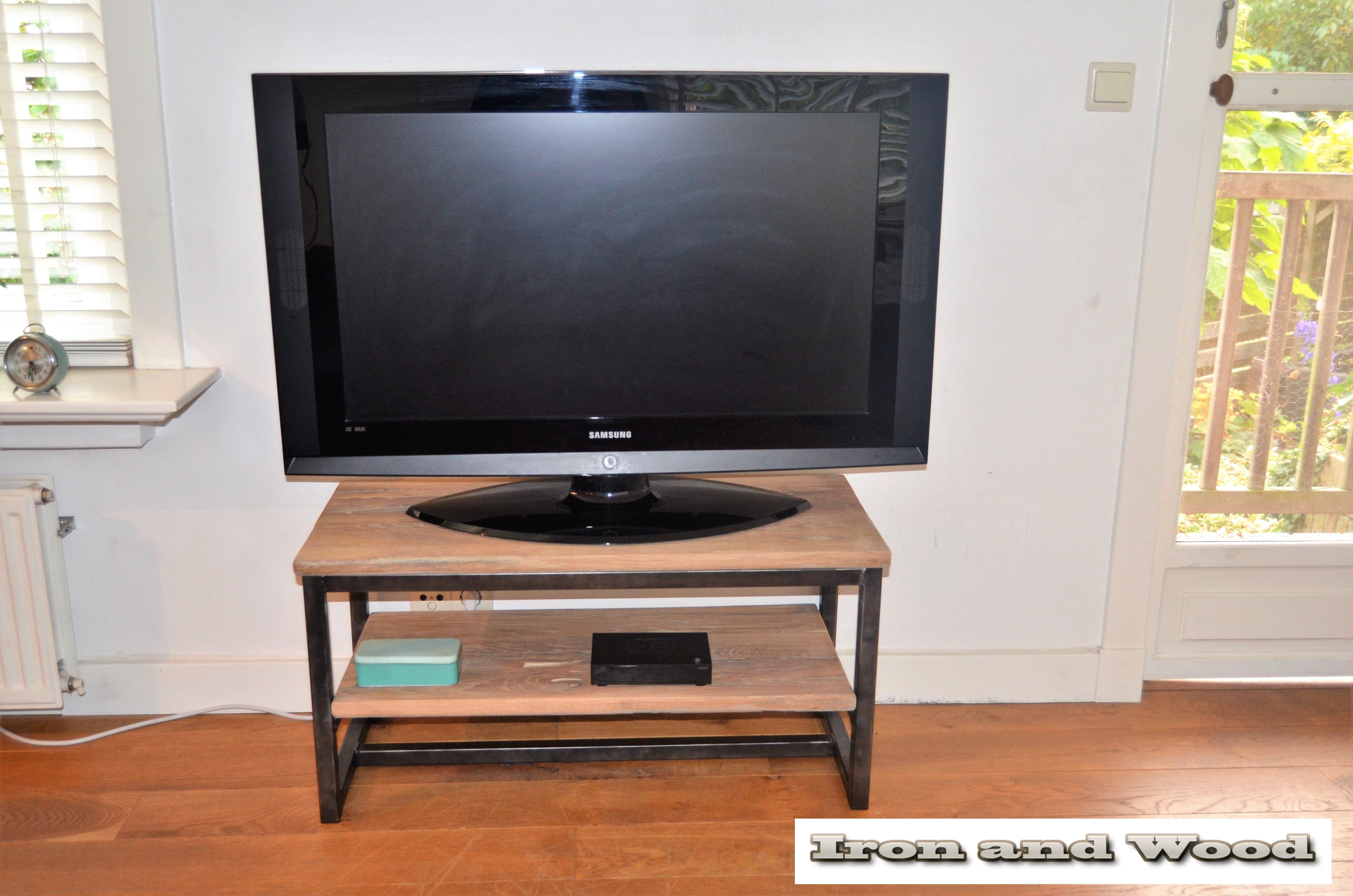 Samsung Tv Met Meubel.Industrieel Tv Meubel Met Onderblad Van Staal En Oud Eiken Wagondelen