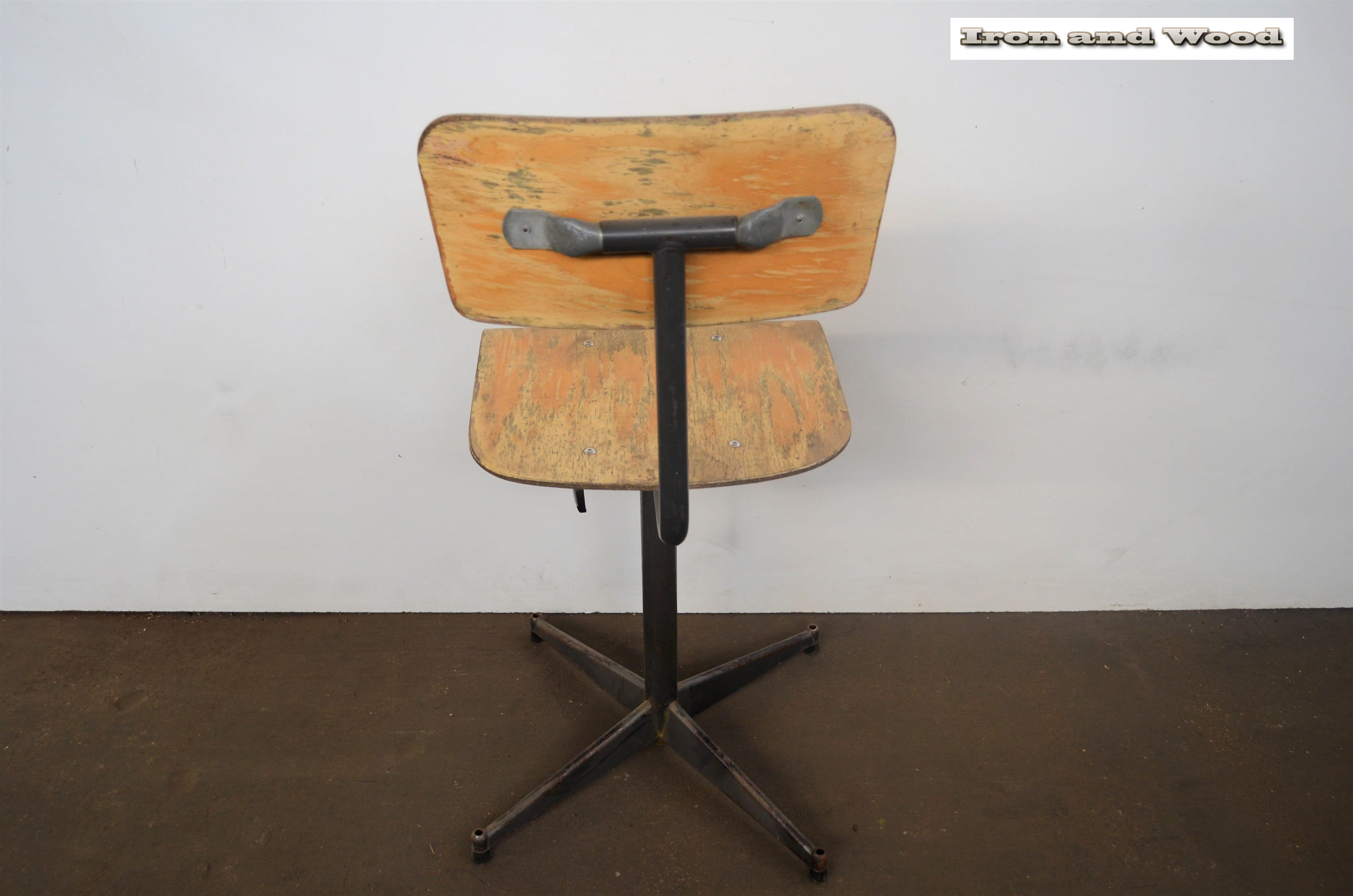 Bureaustoel Vintage salontafels, Houten stoelen en Blauwe
