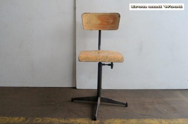 Oude industriele bureaustoel H54 8