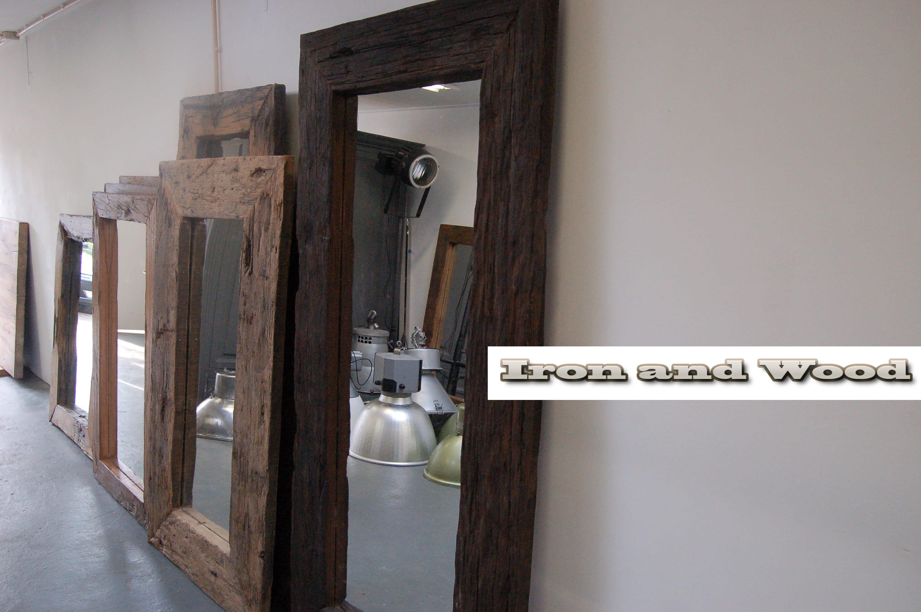 Grote Spiegel Hout : Grote robuuste spiegel van oud sloophout wagonplanken