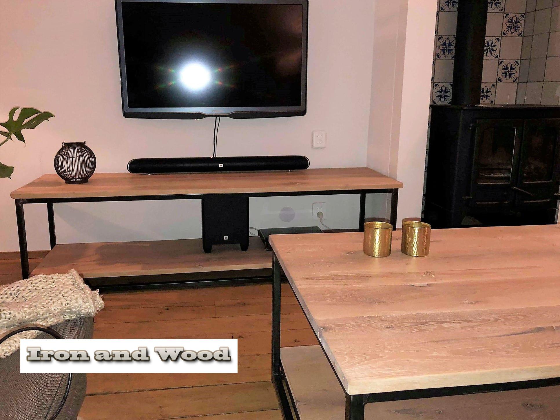 Industriele Tv Meubels : Industrieel tv meubel met onderblad van staal en nieuw rustiek eiken