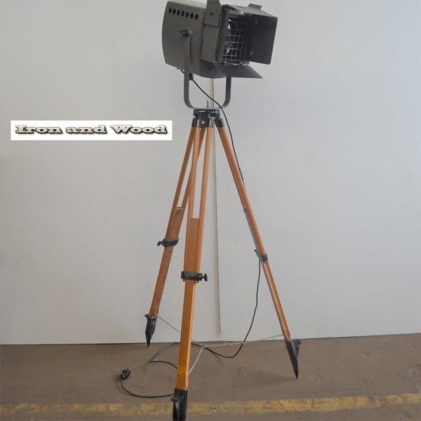 Spot op houten statief H165 D45x38 vierkant 2
