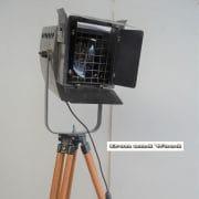 Spot op houten statief H165 D45x38 vierkant 5