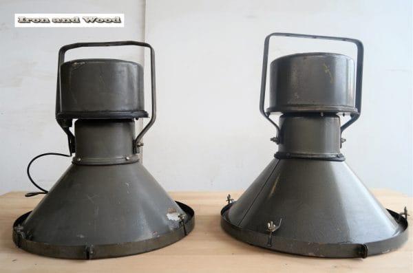 Oude industriele fabriekslamp antraciet H52 D48 9