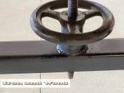 Industriele opdraaitafel met eiken 6 cm eiken balken blad afm 190 x 83 (5)